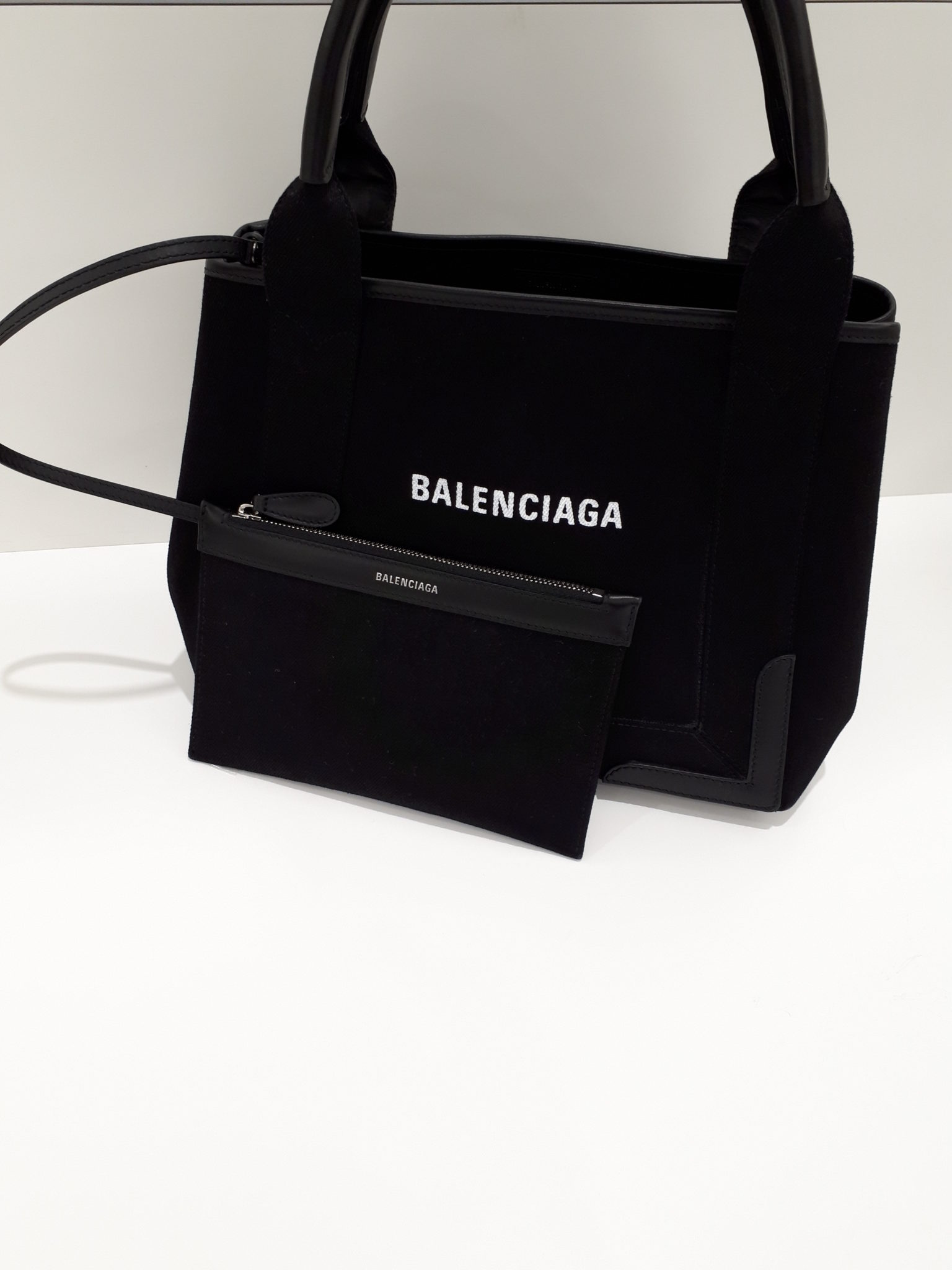 【BALENCIAGA バレンシアガ ネイビーカバSを盛岡市のお客様からお買取させて頂きました!】