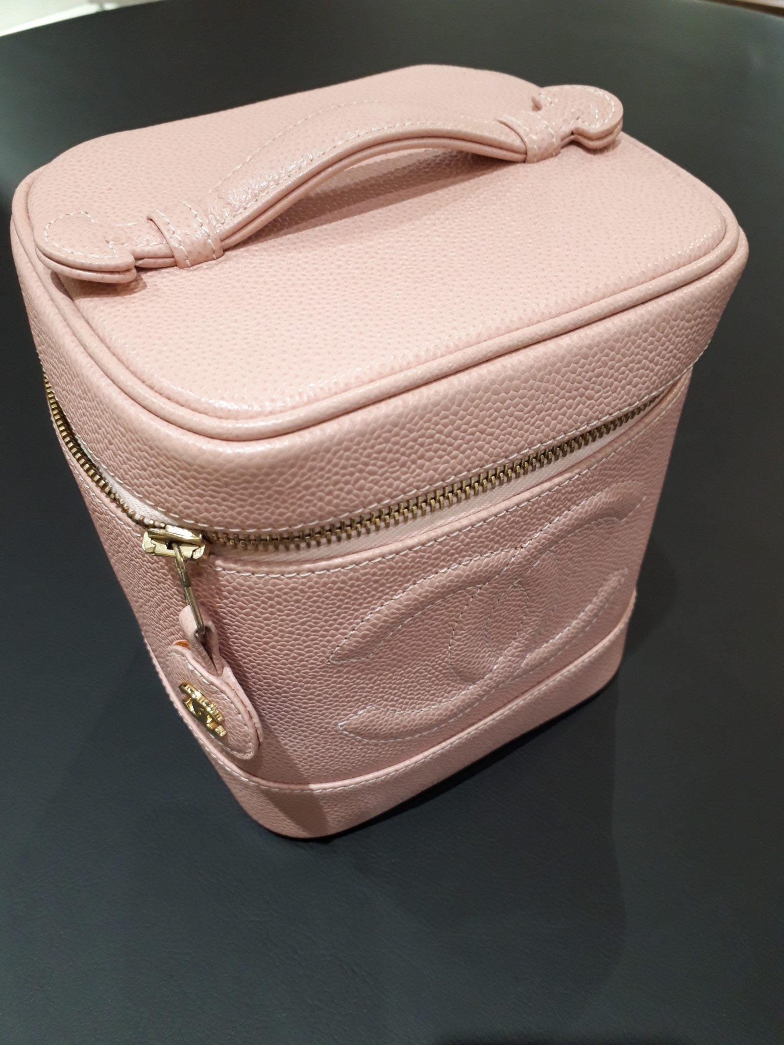 【シャネルキャビアスキン バニティーバッグ A01998】を盛岡市のお客様よりお買取させていただきました。