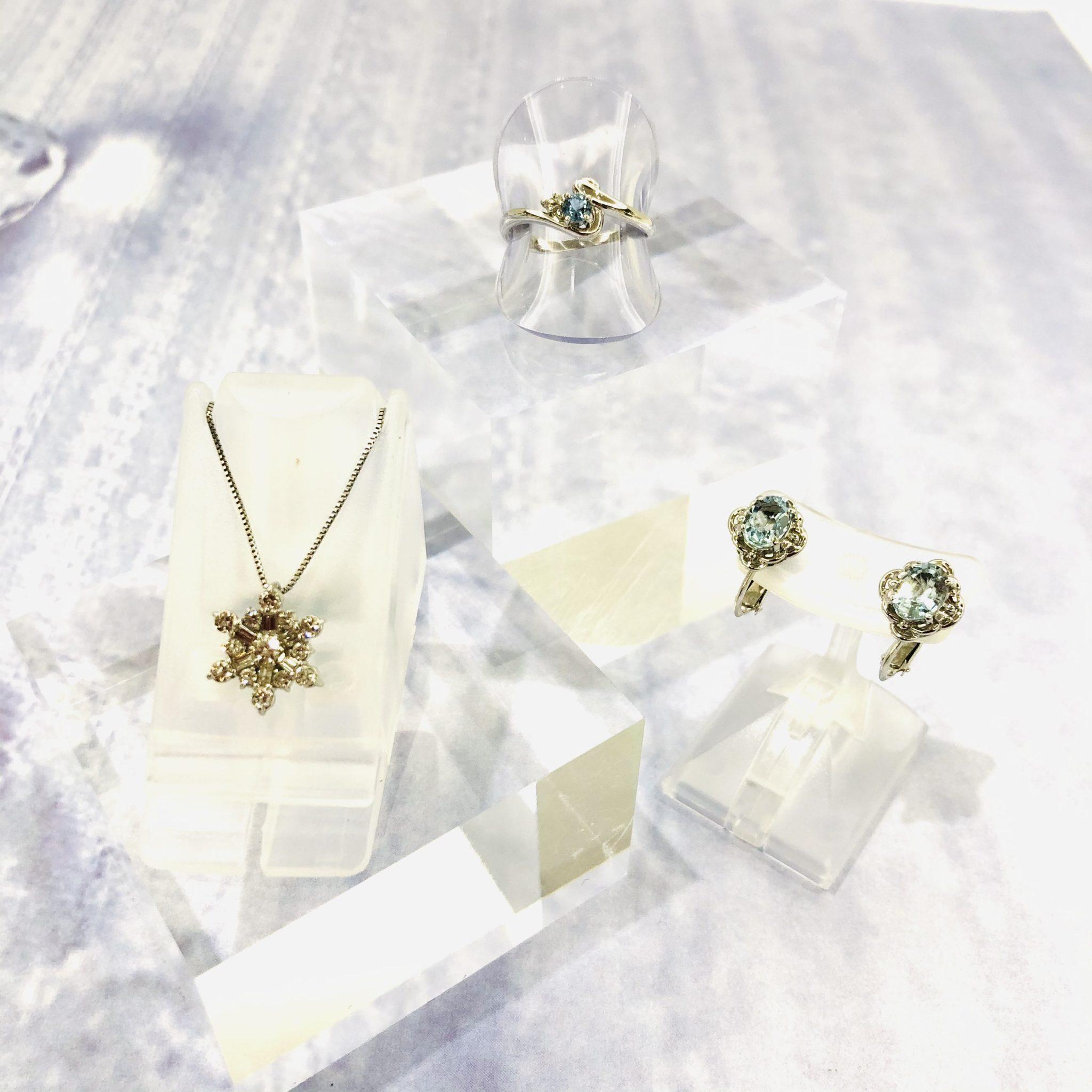 【ジュエリー 販売 盛岡】雪の結晶のモチーフ ❄ 澄んだライトブルーのイヤリング・リング